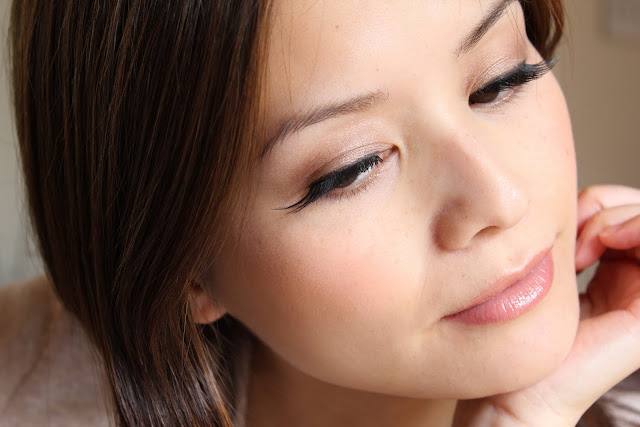 Eylure Naturalites Intense 148 false lashes side view