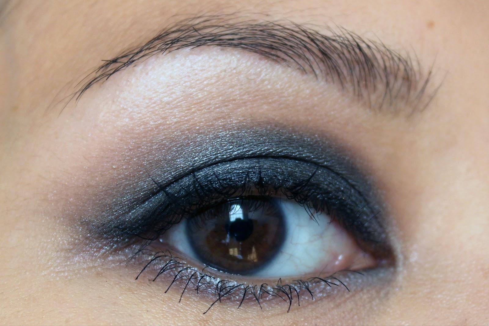 http://1.bp.blogspot.com/_1B_b4hjPR1Y/TLSuXc3JmfI/AAAAAAAACCU/MHqrX7wToTo/s1600/bare-lashes.jpg