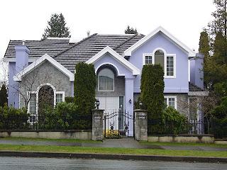Toistaiseksi kaunein näkemäni talo, lähellä Emmauskirkkoa. :)