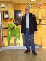 Kermit ja Miika Lougheed Mallissa.