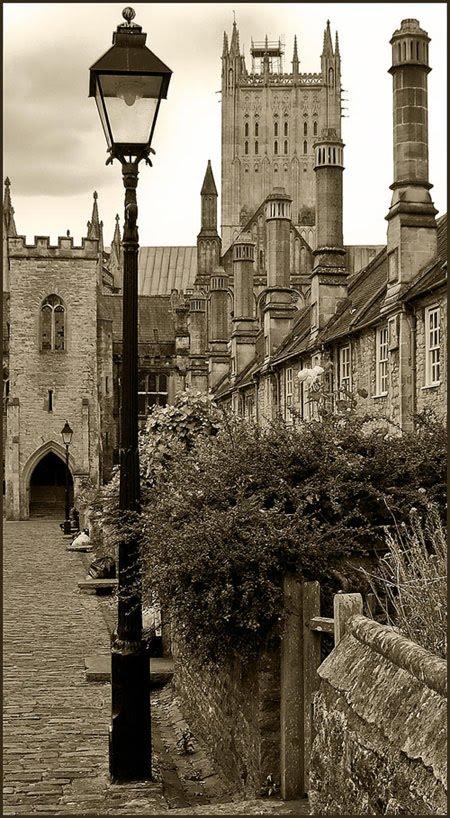 Castillos y Puentes Antiguos