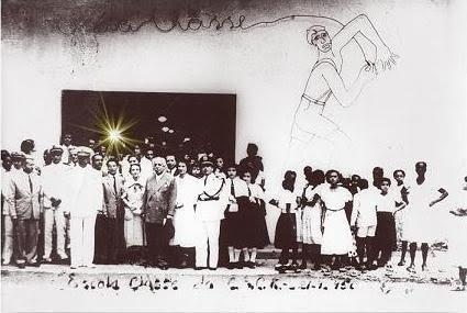 Foto da inauguração do Centro Educacional Carneiro Ribeiro.