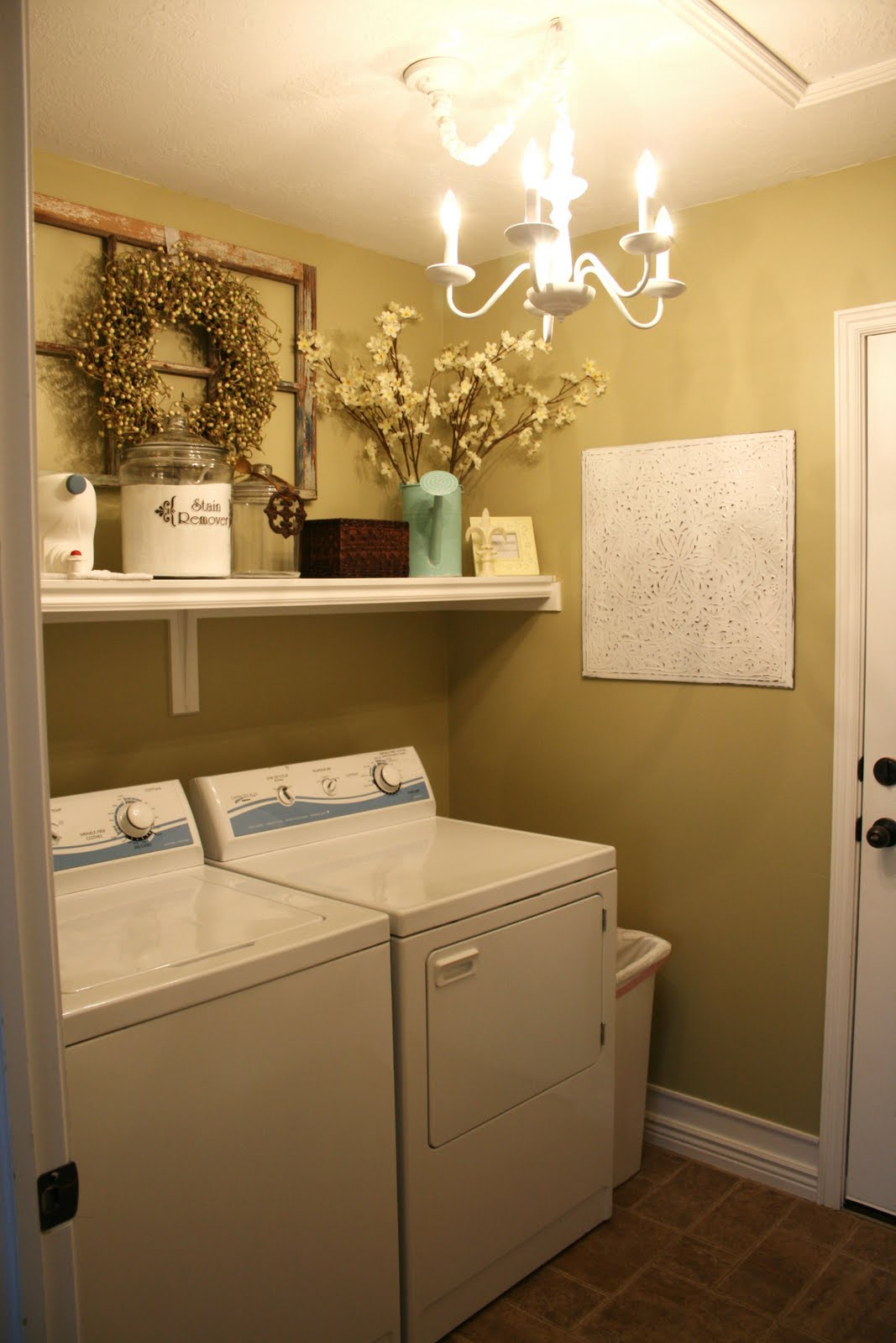 Sassy sites home tour the laundry room for Decorate a laundry room