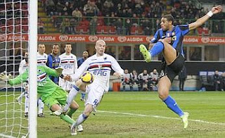 Adriano se convirtió en la estrella del partido
