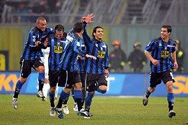 Los jugadores del Atalanta celebran su triunfo sobre el Inter