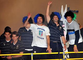Los jugadores del Inter celebraron junto a su afición el título