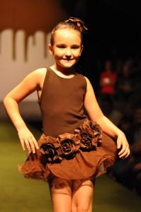 http://1.bp.blogspot.com/_1L1JRG0Chwc/TE2PmK69eoI/AAAAAAAAAdU/vZFTPqCsp2o/s1600/desfile-chocolate-217-Oto-Maciel-199x300.jpg