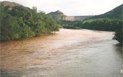 Cuenca del Río Magdalena-Yaguara-Huila. Al fondo represa de betania.