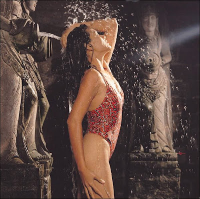 Novia Ardhana Seksi Dengan Hot Bikini