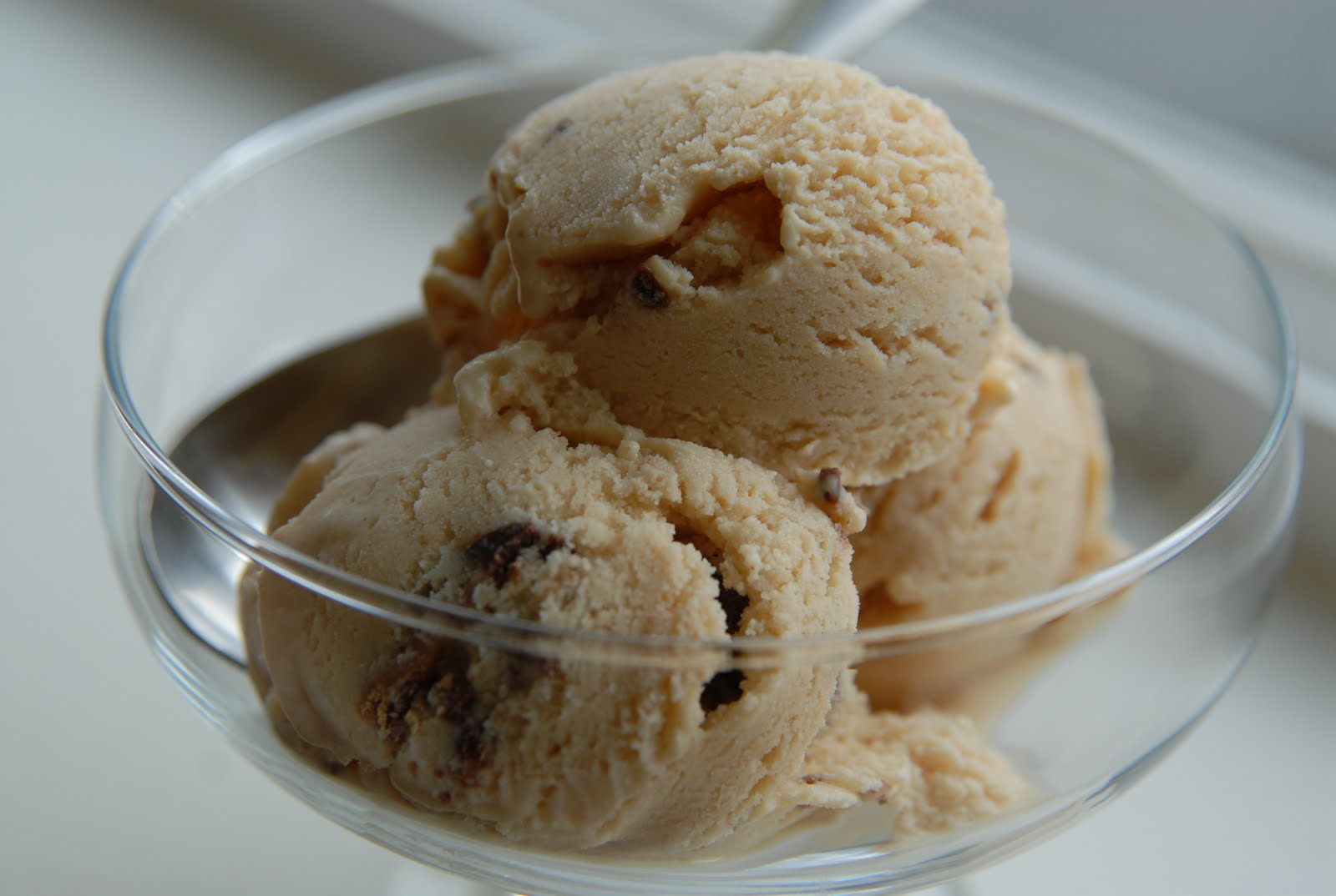 Foodie-bia: Peanut Butter Cup Ice Cream
