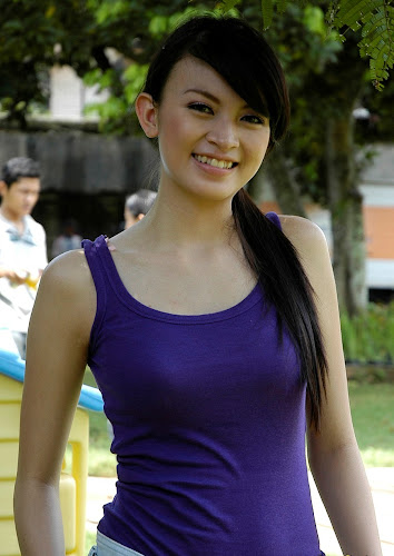 Foto Seksi Donita with Tank Top bugil artis celebrity fashion style pic