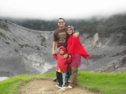 Aku, Isteri, Anak (ammar daniel)...Indonesia (Chatuban perahu, Bandung)