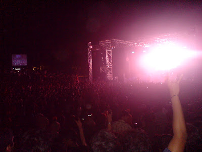 people headbanging to opeth at iitm saarang 2009