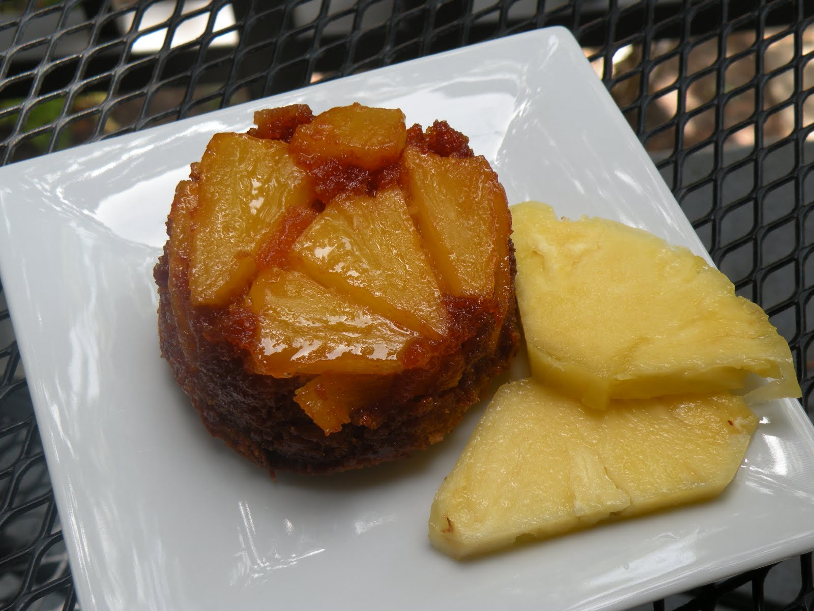 So Delicious!: Caramelized Pineapple Upside Down Individual Cakes