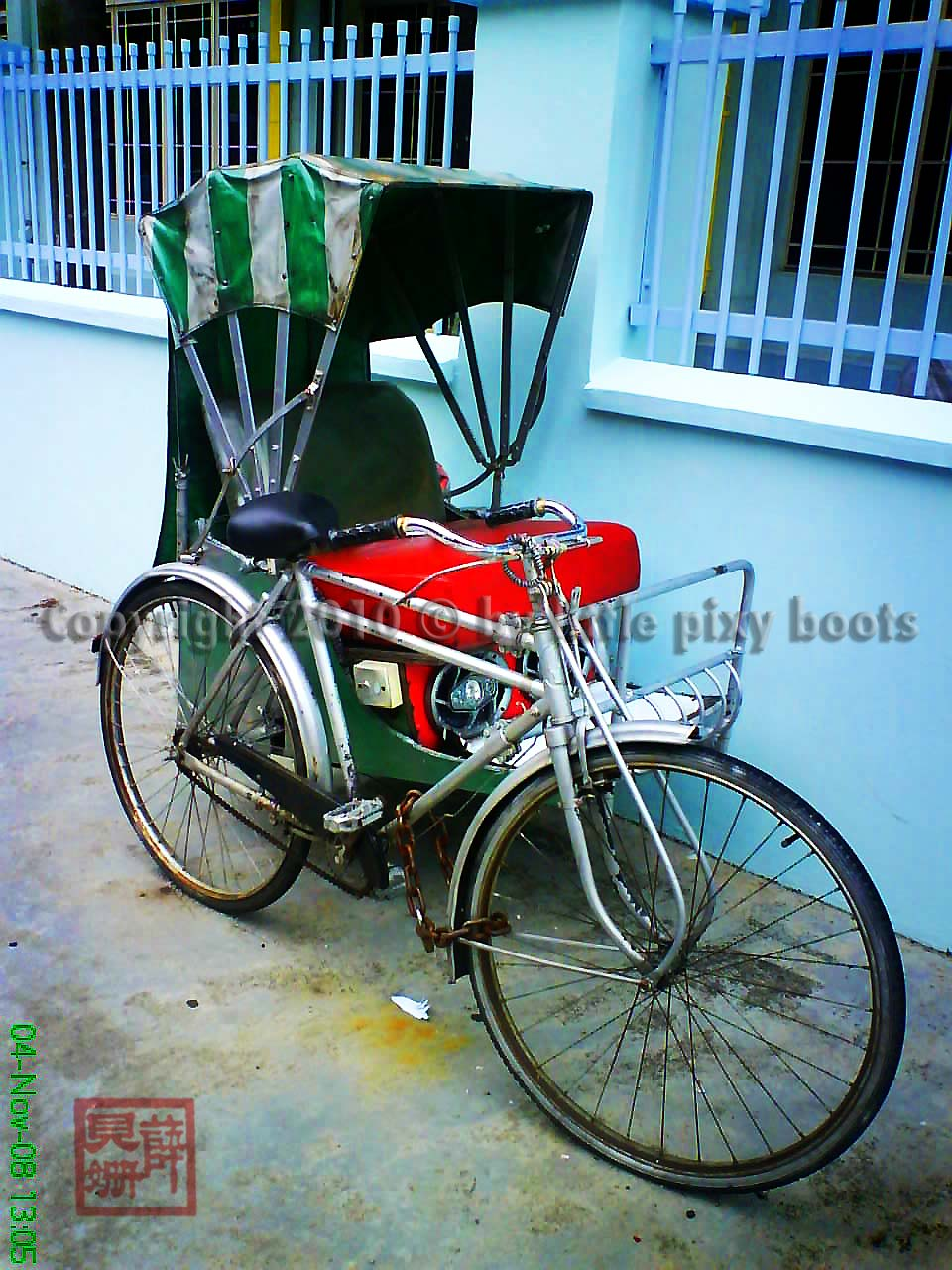 was oogling this gorgeous trishaw every morning on my way to work ...