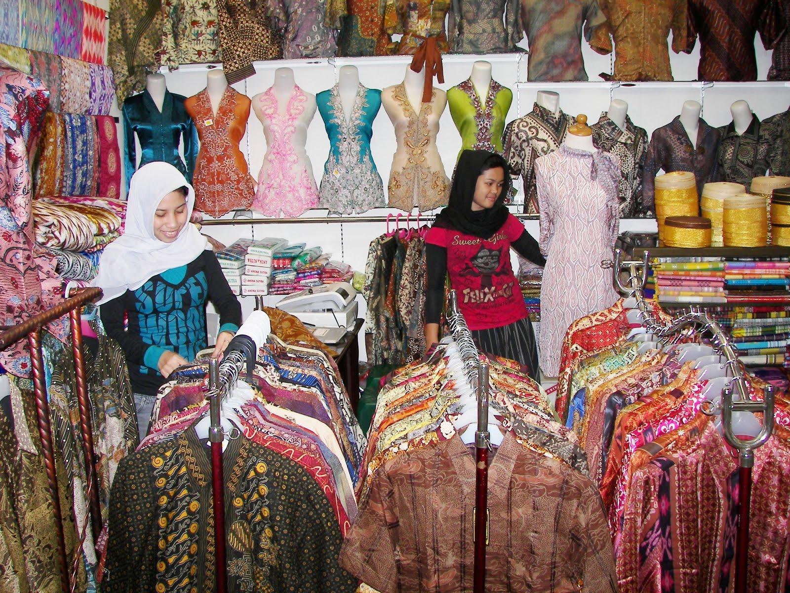 Batik sebagai warisan budaya bangsa Indonesia kini sangat populer dan ...