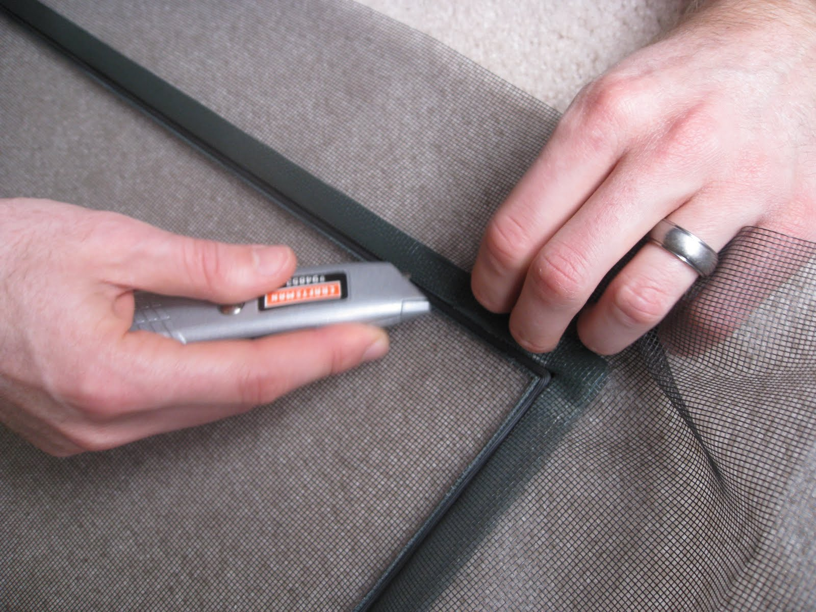 how to put a utility knife back together