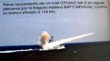 Fragata peruana disparando misil Otomat