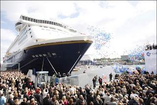 Mais de 150 mil pessoas acompanharam o show do a-ha no porto de Kiel, na Alemanha. Foto: Scanpix/VG
