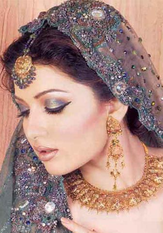 Sara Chaudhry Got Married http://fashionwithqurrat.blogspot.com/2010/05/sara-chaudhry-icon-of-grandeur.html