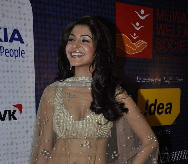 anushka sharma hot stills, anushka sharma hot pics, anushka sharma hot
