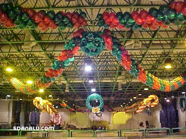 Decoracion hecha con globos para posadas sdanalu globos - Decoracion navidena para negocios ...