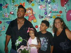 ESTA É MINHA FAMILIA MEUS FILHOS DAVID E SABRINA MEU MARIDO WELBERTE E EU SANDRA