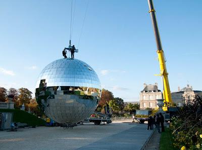 ลูกบอลดิสโก้ ใหญ่ที่สุดในโลก