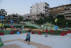 Η πλατεία-γλάστρα-parking του Καρέα