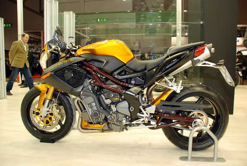 2010 BENELLI TNT CAFE RACER 899 Arrives