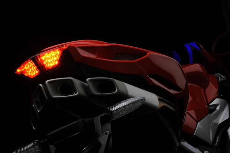 2010 MV Agusta F4 Review Picture