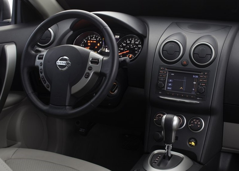 2011 New Nissan Rogue interior