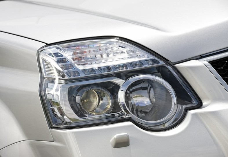 2011 Nissan X-Trail Head Lamp