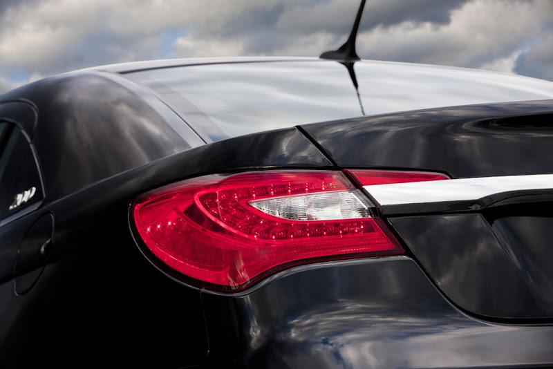 2011 New Chrysler 200 Lamp