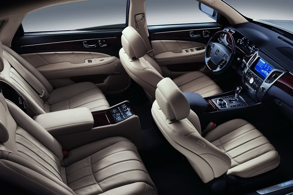 2011 Hyundai Equus Interior Review