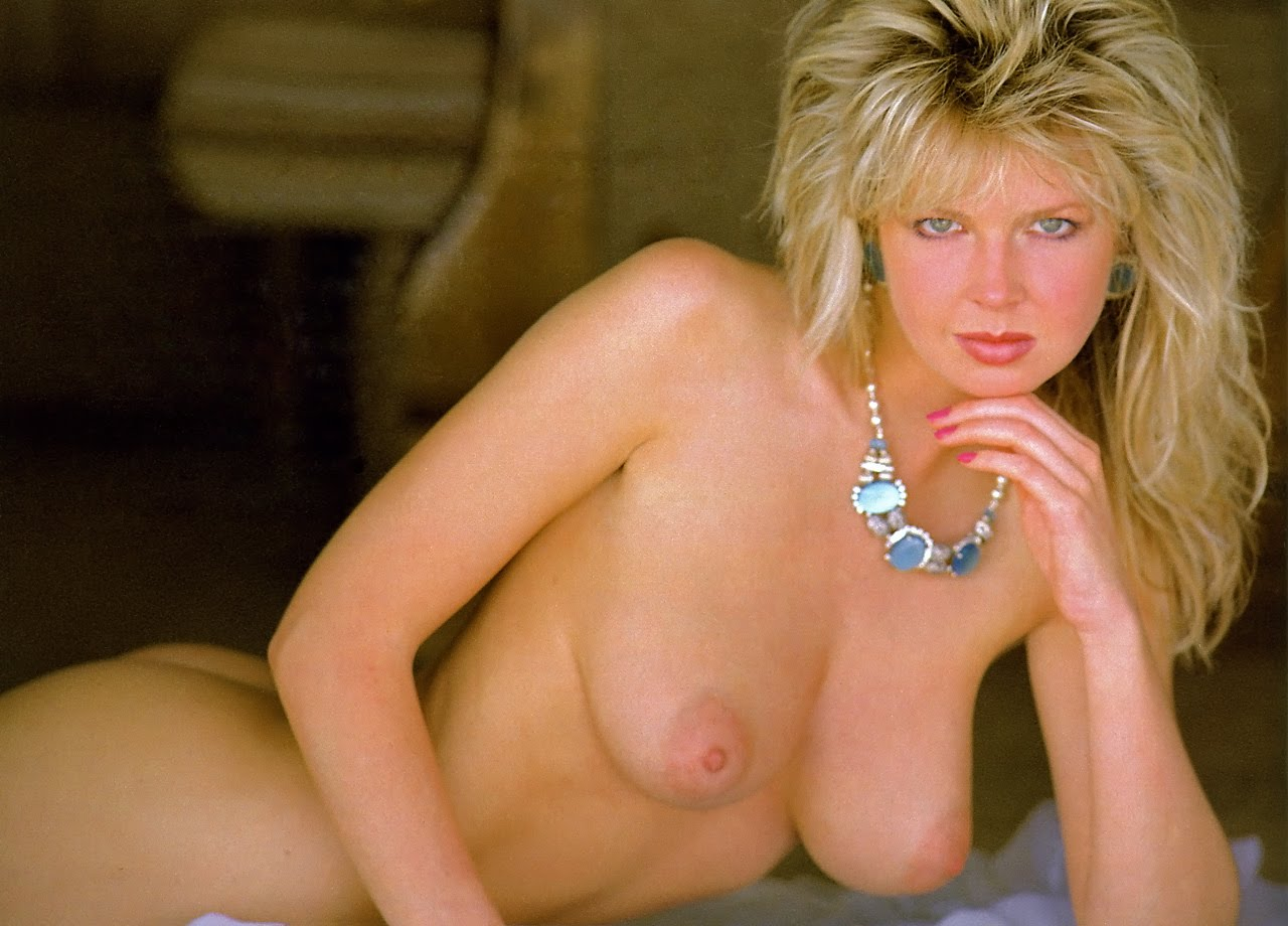 Corinne Russell Page Girl Hot Picture - Office Girls Wallpaper