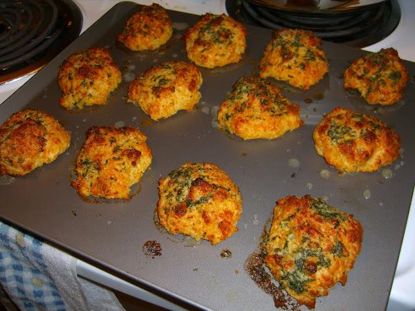 Diva in the Kitchen: Cheddar Garlic Biscuits