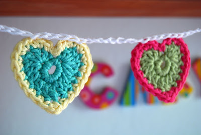 free crochet patterns: teeny tiny crochet heart bunting