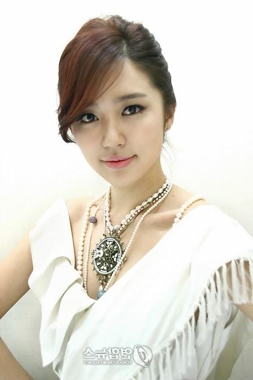 Udah pada tau dong idola aku satu ini     Yoon Eun Hye
