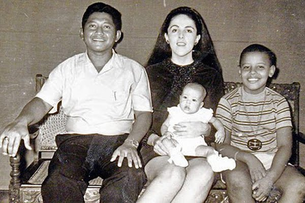 Obama Vs. Barry Soetoro Lolo-StanleyAnn-Barry-and-Maya-Soetoro