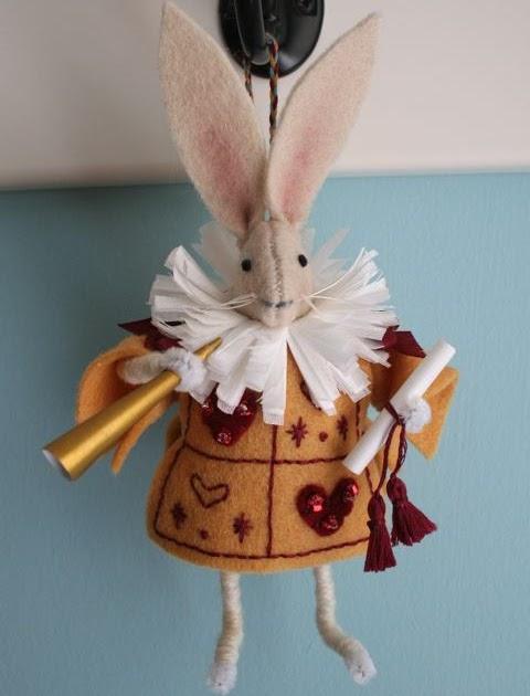 Mmmcrafts handmade gifts 2010 alice in wonderland ornaments for Alice in wonderland crafts