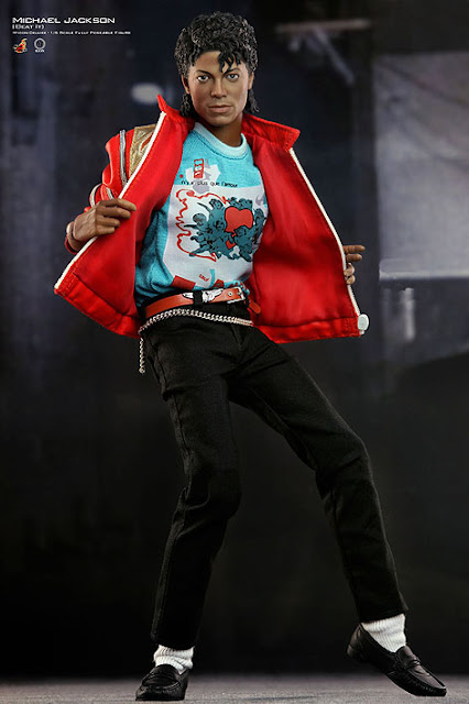 Toyhaven beat it hot toys m icon deluxe 1 6 michael for Three jackson toy