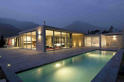Case prefabbricate a telaio o a pannelli for Modern house designs with indoor pool