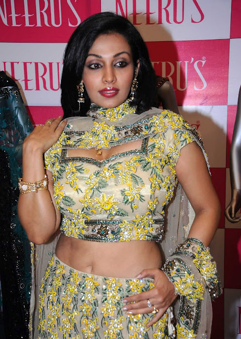 asha saini close up
