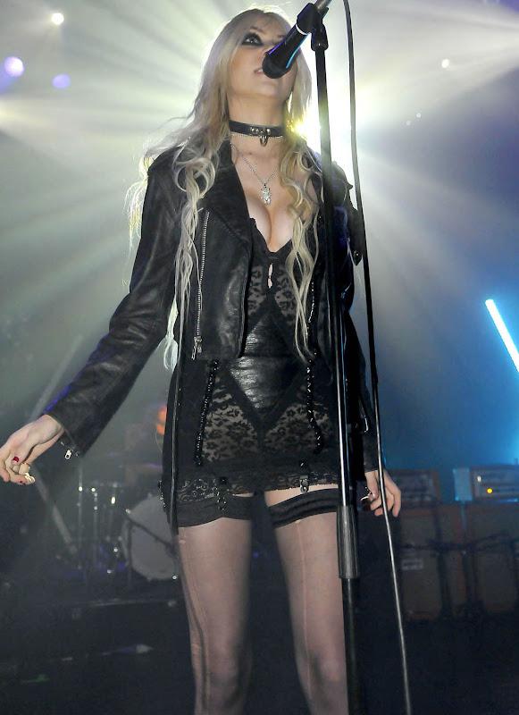 Taylor Momsen Live Concert Stills hot photos