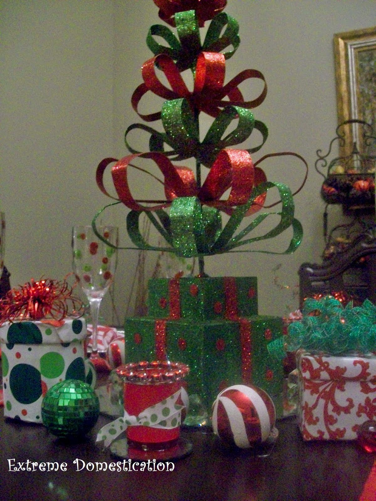 Extreme Domestication: Christmas Party Table Setting