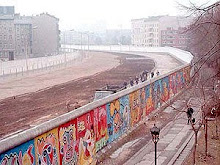 el arcoiris esta + allá de un muro..