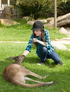 Miranda Cosgrove canguro zoo