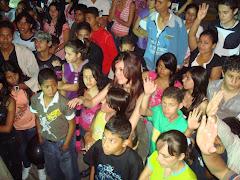 Jovenes Aceptando a Jesus como el Salvador de sus vidas