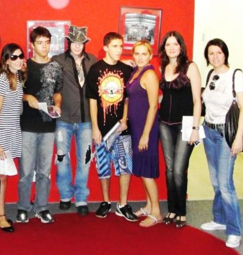 "Dj Ashba and fans - ""Meet N' Greet"" at Playtech Music Store in São Paulo!!"
